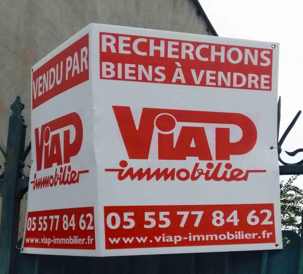 Le logo Viap en situation sur un panneau en octobre 2020. Marc-André
